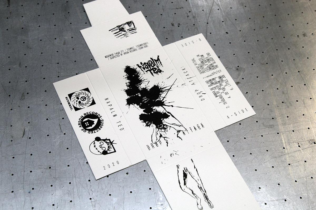 Napalm Ted - valkoinen 380g/m2 vahvuinen kartonkikansi painatuksella