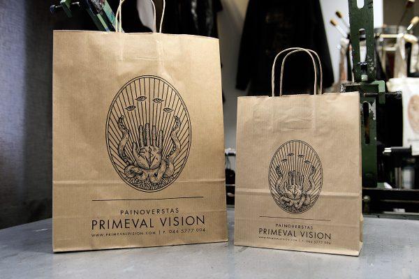 Painoverstas Primeval Vision - paperikassi logolla, iso ja pieni