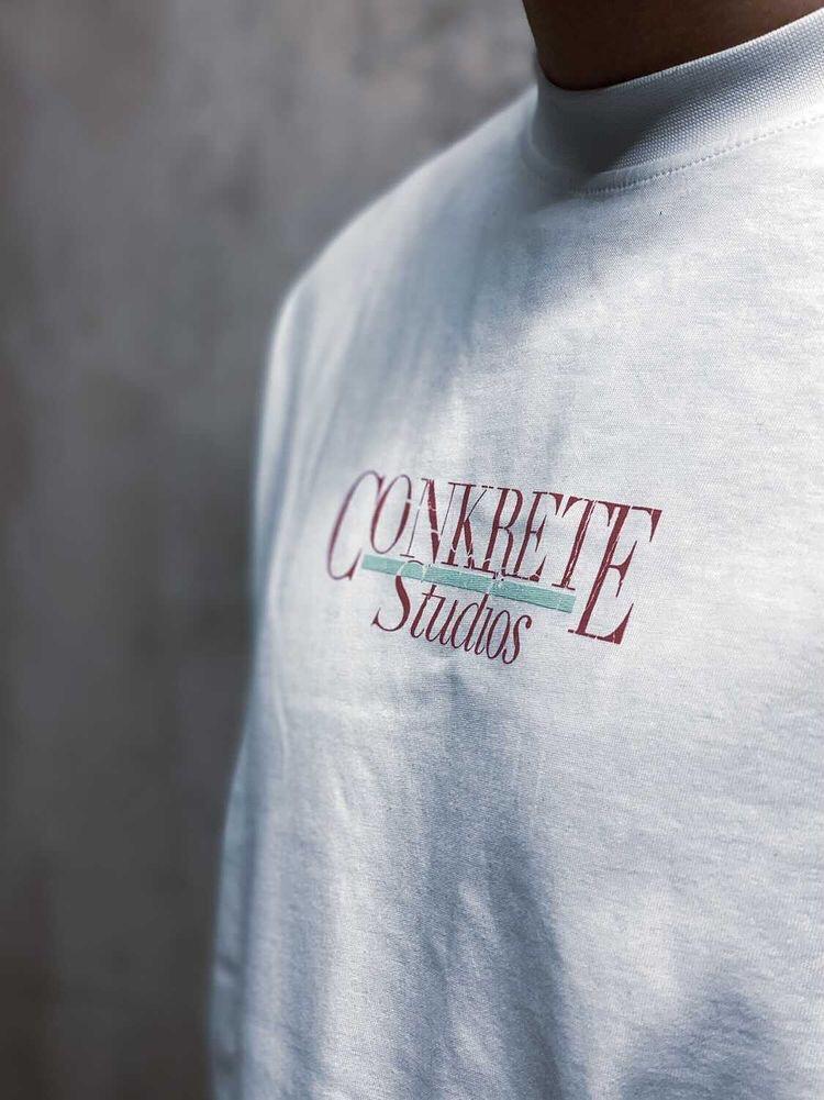 Conkrete Studios - 2-värinen silkkipainatus pitkähihaiseen t-paitaan